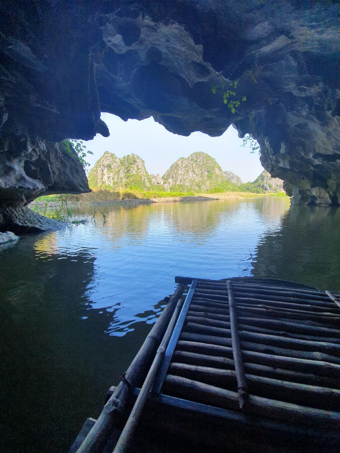 Une grotte dans la Réserve Naturelle de Van Long