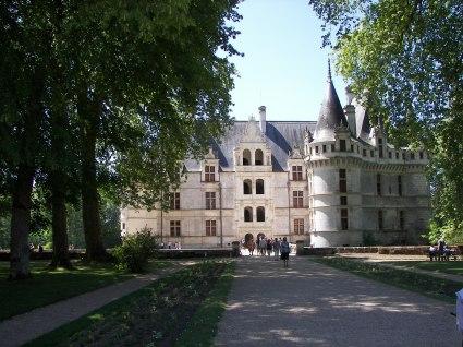Allée vers le Château d'Azay le Rideau